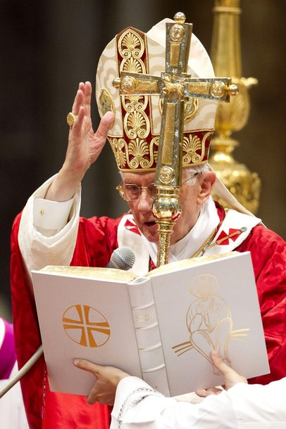 PopeBenedictXVI-29Jun2012-09.jpg