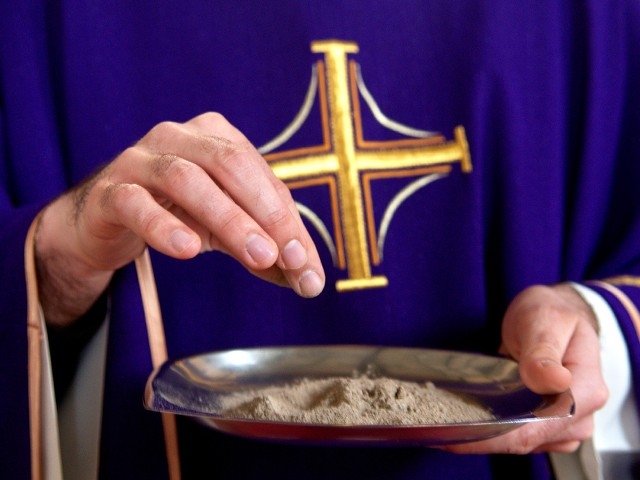 Ash-Wednesday-Priest-holds-ashes.jpg