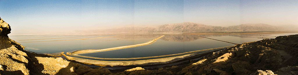 vo-lot-panorama_of_the_dead_sea_from_mount_sdom.jpg