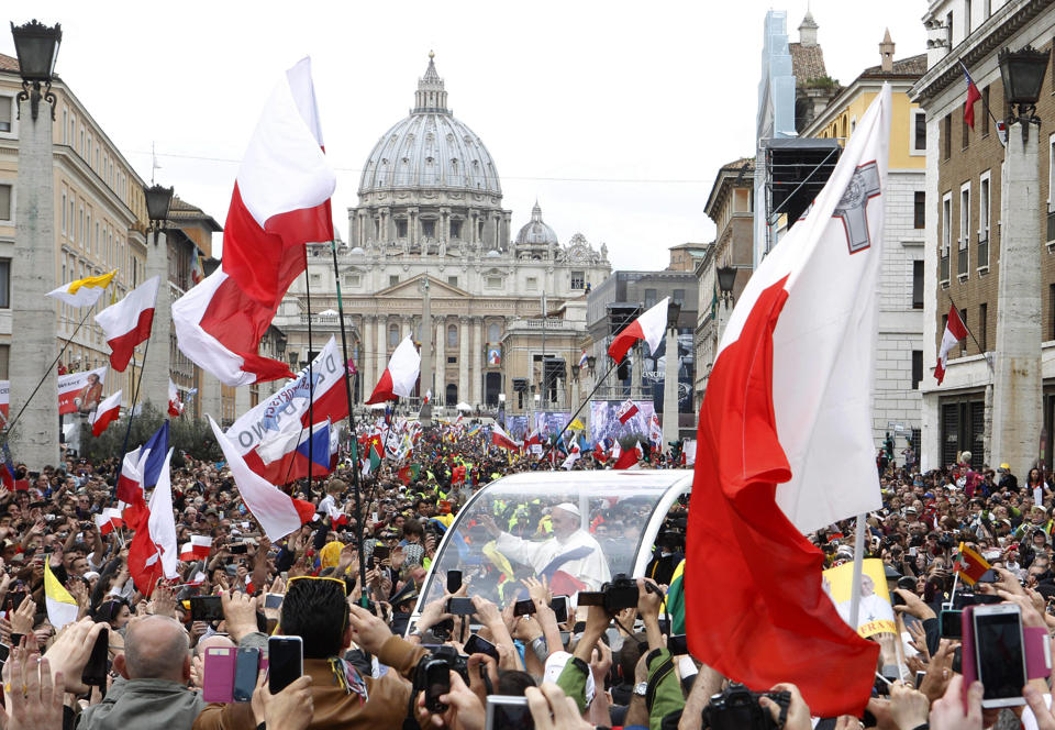 http://conggiao.info/pic/news/2014/Apr/27/PopeFrancis-27Apr2014-22.jpg