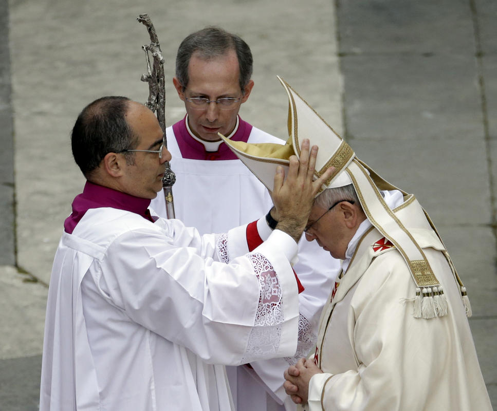 http://conggiao.info/pic/news/2014/Apr/27/PopeFrancis-27Apr2014-33.jpg