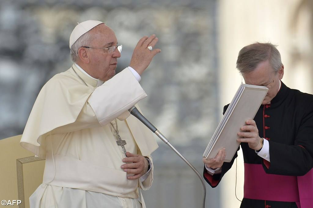 PopeFrancis-05May2015-8.jpg