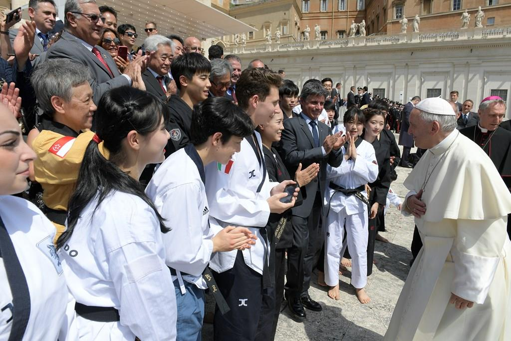 PopeFrancis-30May2018-04.jpg