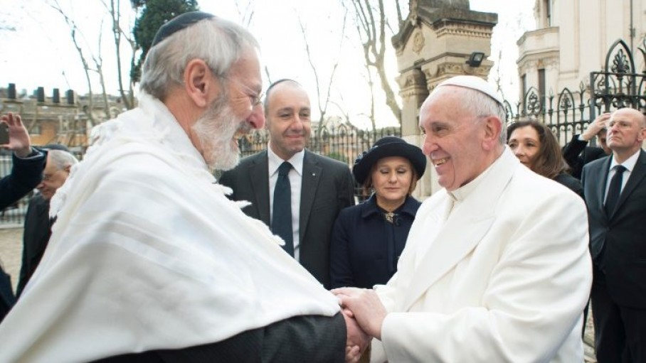 pope_francis_greeting_chief_rabbi_riccardo_shemuel_di_segni_on_his_january_2016_visit_to_the_synagogue_of_rome.jpeg